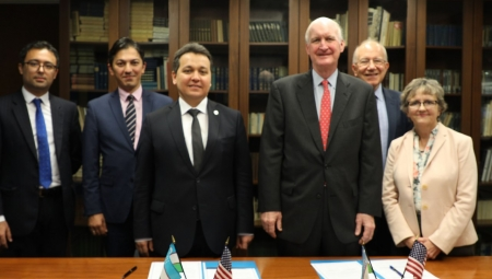 Officials from the Republic of Uzbekistan and American Councils signed a MOU in Washington, DC.